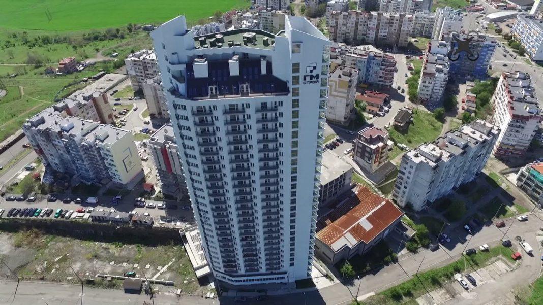 Спасяват небостъргача в Бургас с подпорна стена