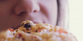 поръчва пица