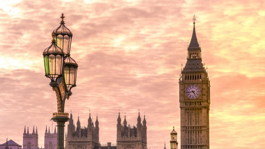 896 504 britanski parlament pozhar