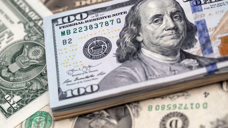 Доларът вече се клати зловещо