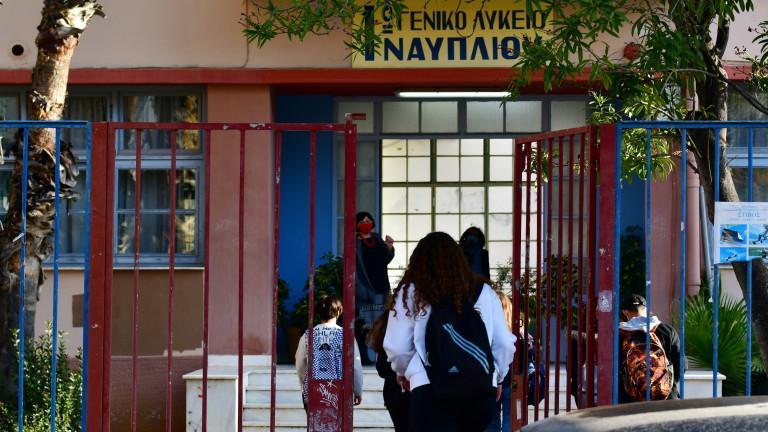 На кафе в Гърция само със SMS