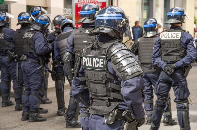 Франция е на крачка от военен преврат
