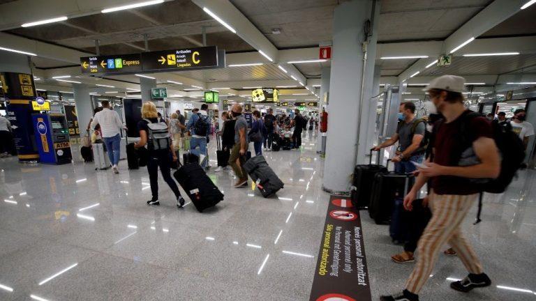 Испания отмени всички COVID изисквания за пристигащи българи