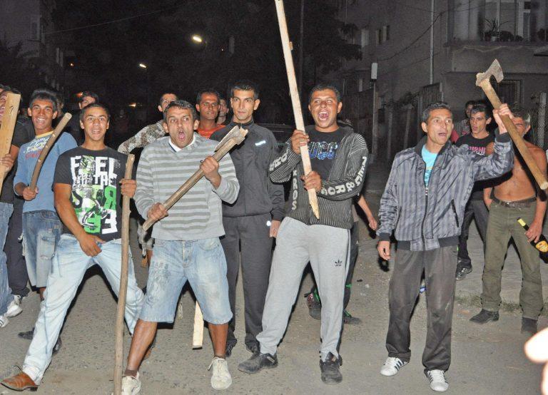 Свирепа агресия срещу полицаи  в Петрич